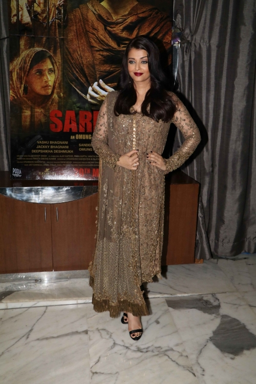 'Sarbjit' success bash: Aishwarya Rai Bachchan, Randeep Hooda party with their team