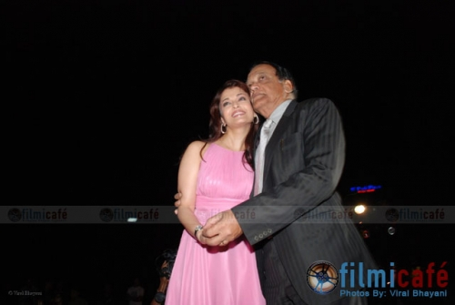 Aishwarya Rai Bachchan's father in critical condition; Amitabh Bachchan pays a visit